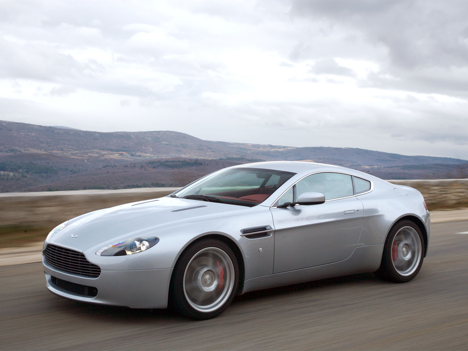 2007-Aston-Martin-V8-Vantage-49